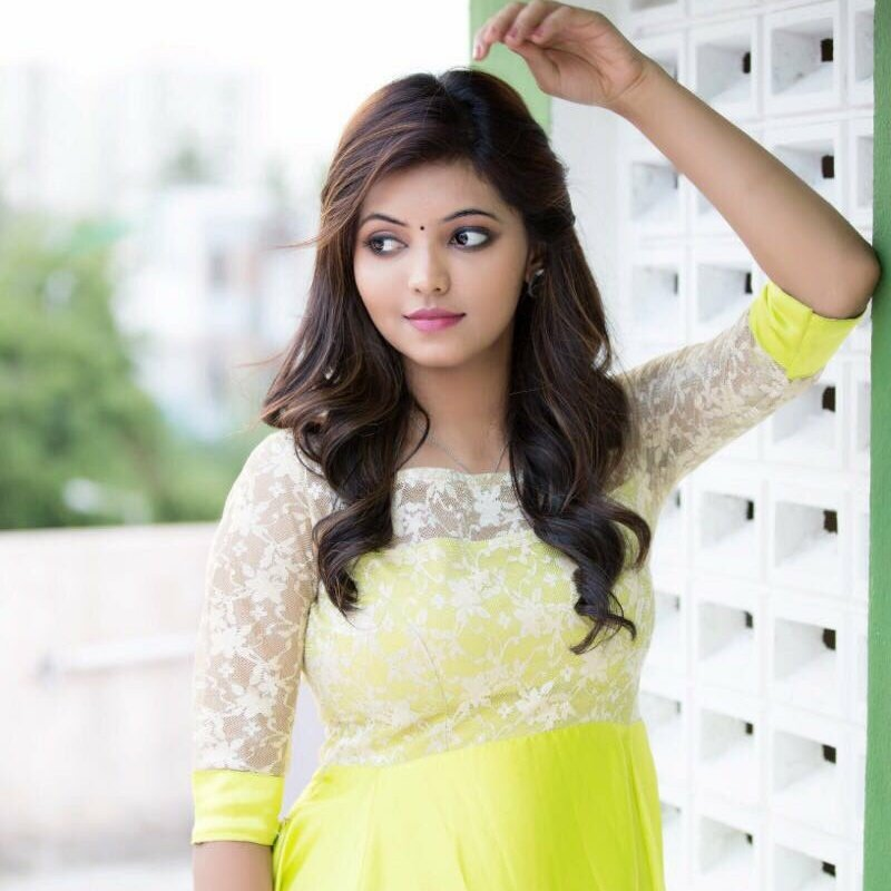 Actress Athulya Ravi big boobs