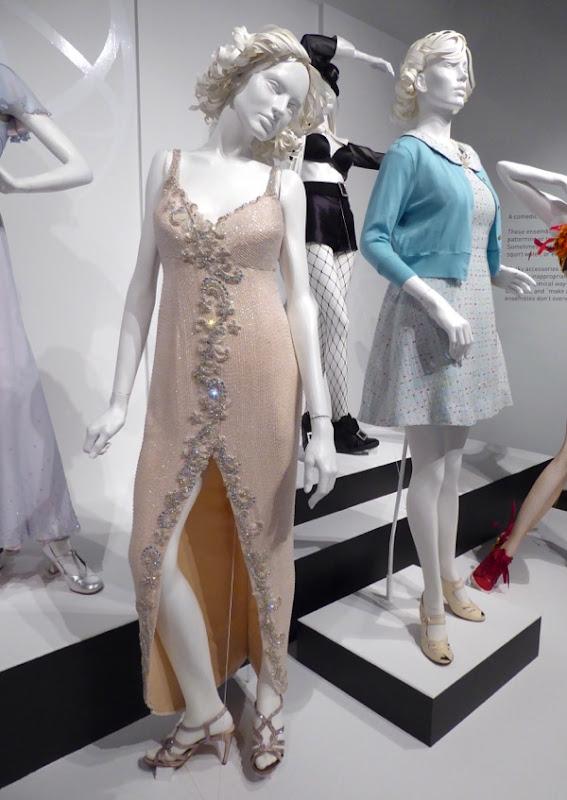 Rebecca Bunch Crazy Ex-Girlfriend season 1 costumes