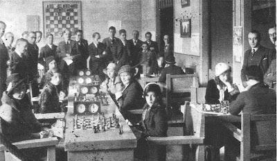 Sala de juego del I Campeonato de Cataluña de Ajedrez Femenino 1932