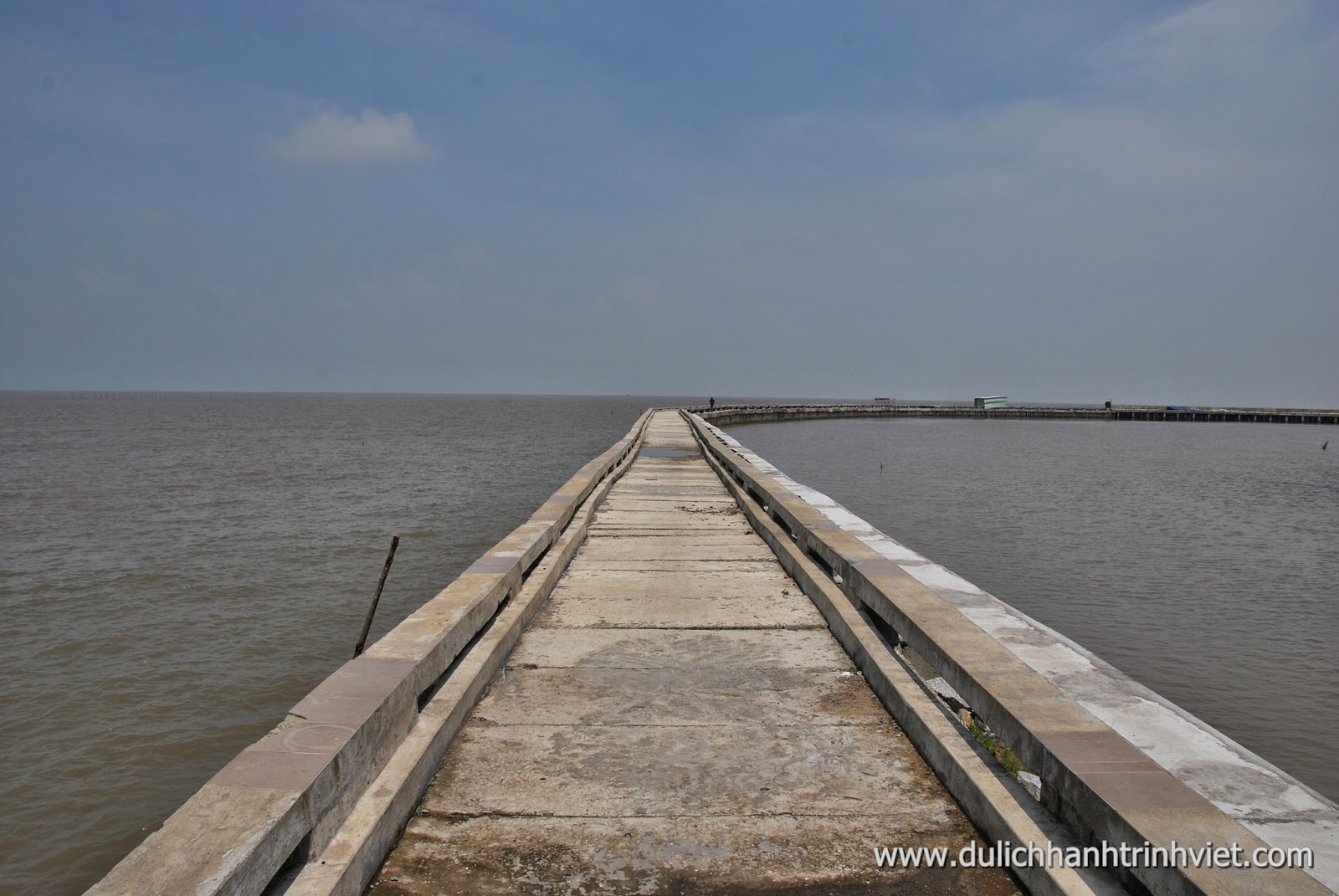 Đi thuyền tham quan Vườn quốc gia Mũi Cà Mau