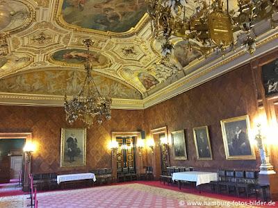 Saal mit Gemälden ehemaliger Bürgermeister von Hamburg