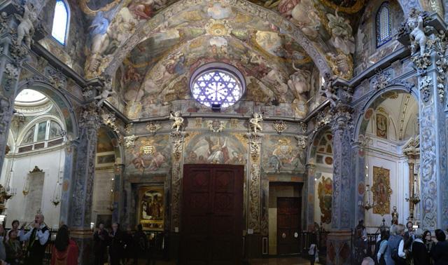 Puerta gótica y rosetón de la iglesia de San Nicolás, la Capilla Sixtina valenciana