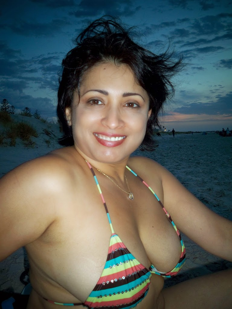 30 Plus Hot Nri Aunty Two Piece Bikini And Sexy Pics From -7958