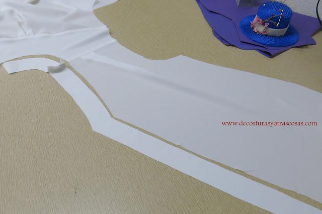 blusa sin cuello con escote pico