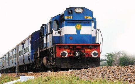 रेलवे टिकट पर 20 रुपए एक्स्ट्रा चार्ज देकर पाएं 10 लाख का इंश्योरेंस