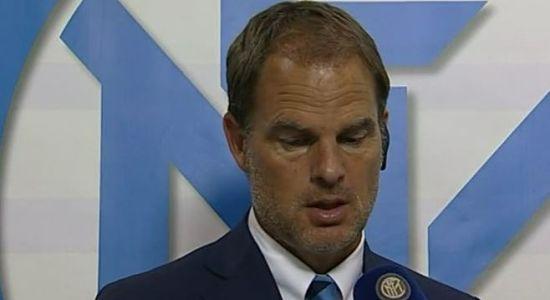 La delusione di De Boer dopo la brutta sconfitta in Europa League