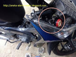 Cara pasang alarm motor pada Honda Supra X Helm In