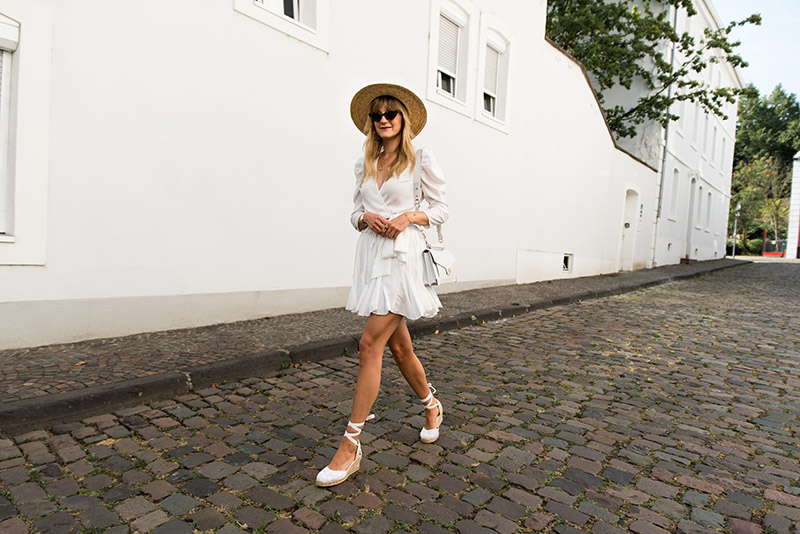 all-white-summer-outfit-idea-2019