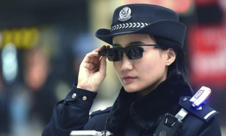 "Chinese Cops Wears ""Instant Intelligence Glasses"" To Arrest Citizens Despite Human Rights Criticism"