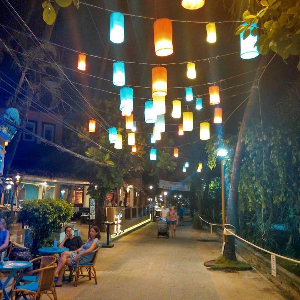 Praia de Ao Nang à noite