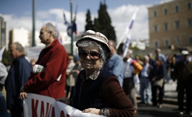 Liberation: Οι Έλληνες από «γουρούνια» έγιναν οι «θυσιασμένοι» της κρίσης