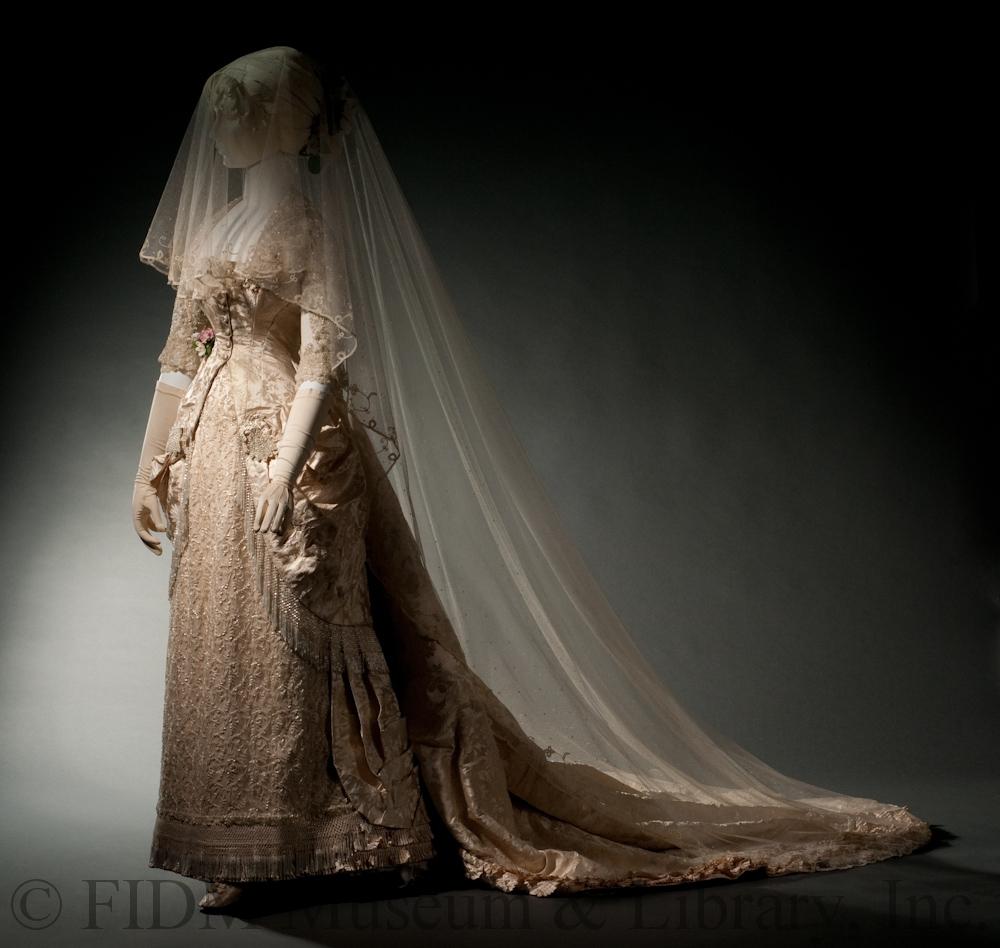 Robe de mariée, 1879