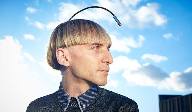 cyborg-antena in cap