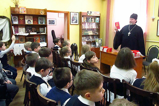 встреча третьеклассников школы N 48 с клириком Никольского храма