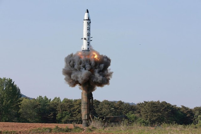 Cidade japonesa faz exercício de ataque da Coreia do Norte