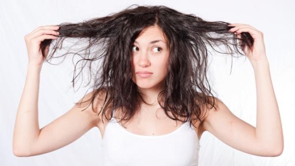 rambut kering, cara agar rambut tidak kering, cara mengatasi rambut kering, cara merawat rambut kering, tips alami merawat rambut kering, tips alami mengatasi rambut kering, tips kecantikan wanita tentang rambut