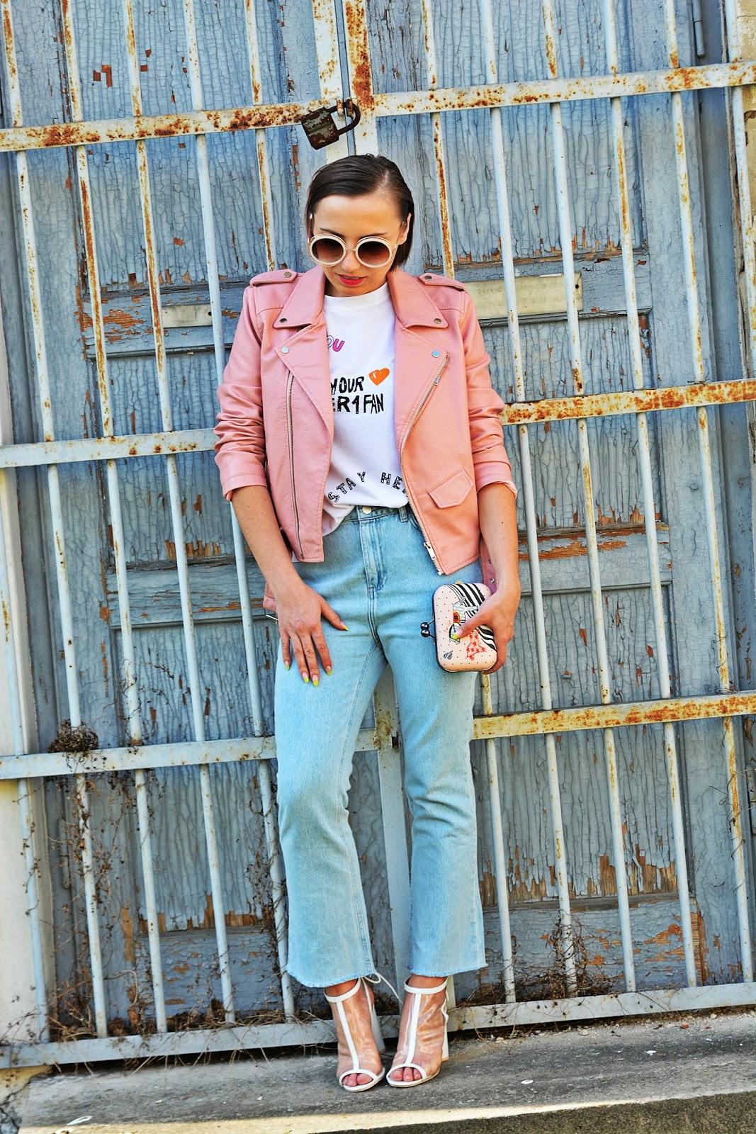 1_nakd_spodnie_jeansy_rozowa_ramoneska_przezroczyste_sandalki_renee_karyn_blog_modowy_220418