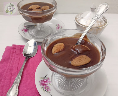 Panna Cotta Vegana de Chocolate y Coco con Galletas.
