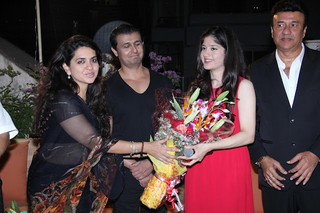 Pic-1: Shaina NC and Sonu Nigam Felicitate Anmol Malik with her father Anu Malik