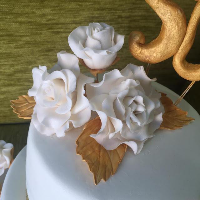 capullos de rosas Bouque flores  rosas perfectas dorado tarda bodas de oro tarta flores azucar fondant Gandia Ontinyent Xativa Alcoy