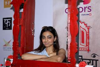 Radhika Apte At Colours Khidkiyaan Theatre Festival 2017 05.jpg