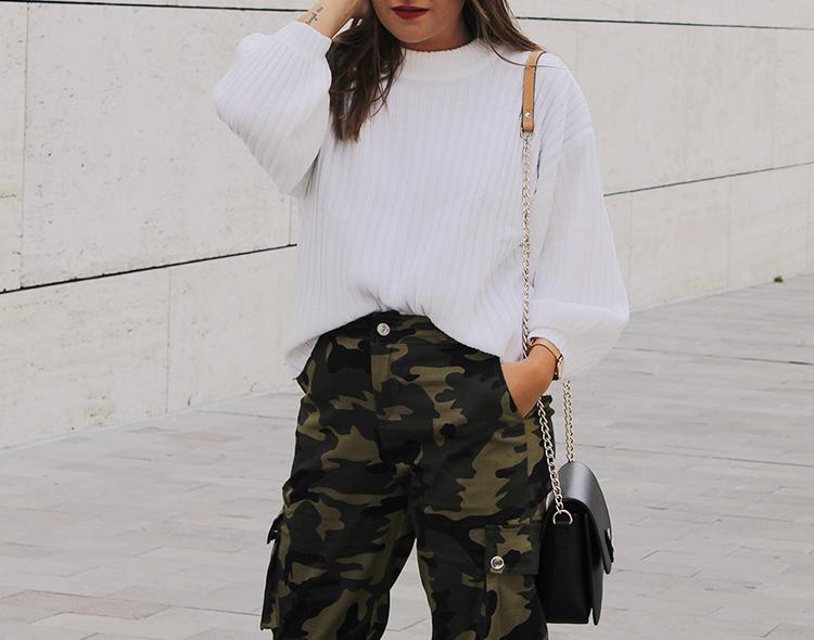 outfit pantalones camo