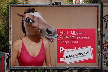 Alle 11 Minuten verliebt sich jemand in diese Aktion. Die Guerilla Aktion von MASKWORLD in Köln ist absolut gelungen