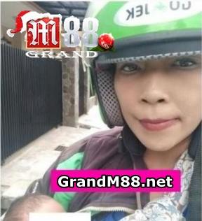 GrandM88 - DRIVER OJOL VIRAL Ngojek Sambil Gendong Anaknyaa