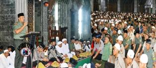 Pangdam dan Warga Doa Bersama Jelang Pergantian Tahun