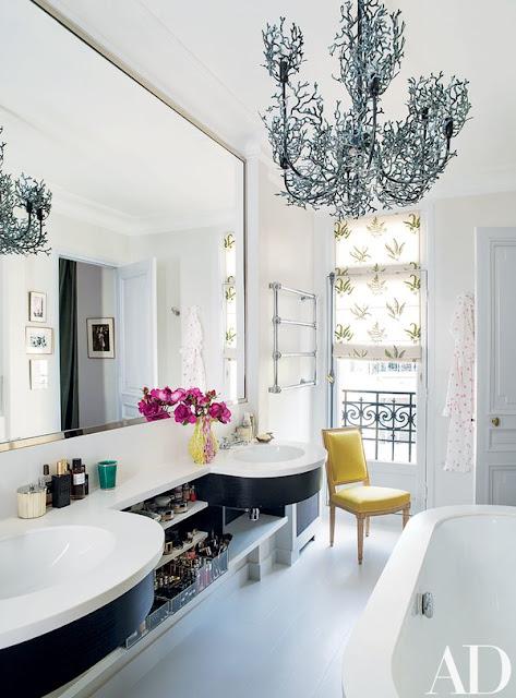 Luxurious Paris bathroom with Corian - found on Hello Lovely Studio