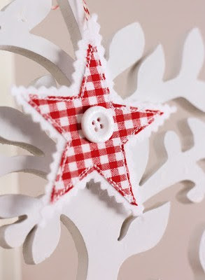 http://aspoonfulofsugardesigns.com/2012/11/gingham-stars/