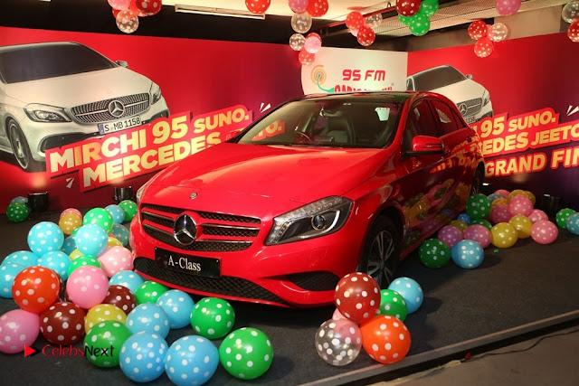 Raashi Khanna at Mirchi 95 Suno Mercedes Jeeto Contest Stills  0032