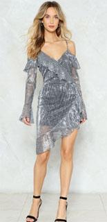 vestido cruzado metálico con dobladillo asimétrico para fin de año 2018