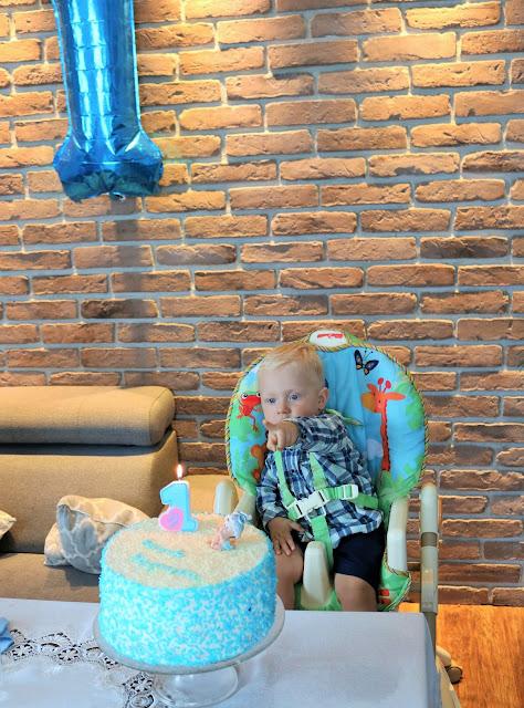 jak udekorować tort dla dziecka na pierwsze urodziny