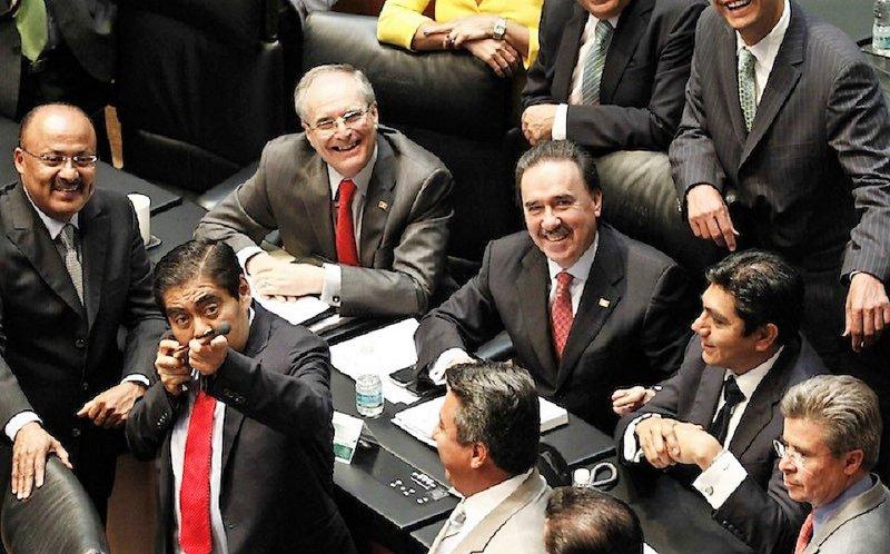 Cada diputado y cada senador nos cuestan 105 millones de pesos.