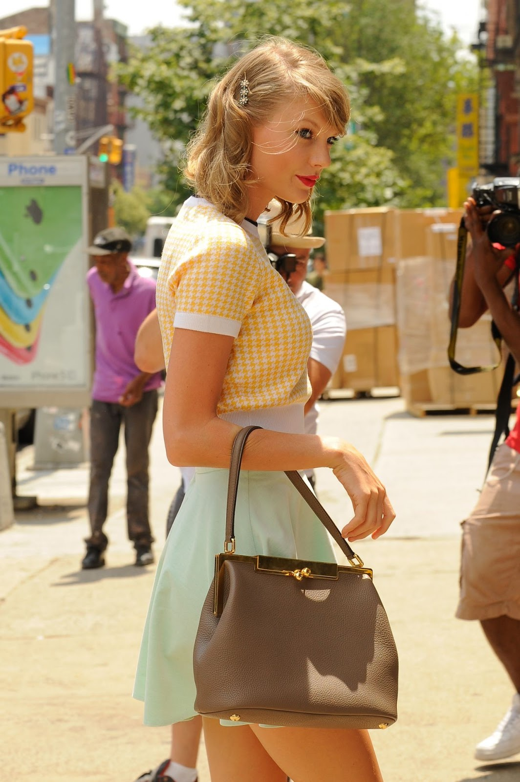 Taylor Swift Channels The 50s In A Vintage Inspired Pastel