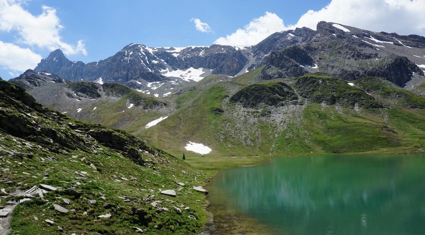 Lac des Cordes Pic de Rochebrune 3320m in background