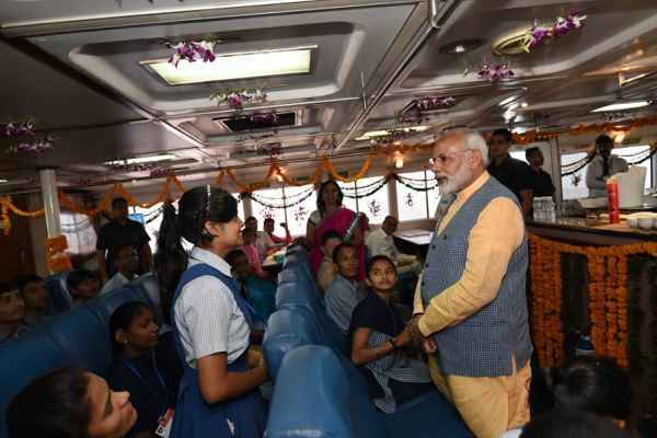 modi-intract-with-children-in-ro-ro-feri-service