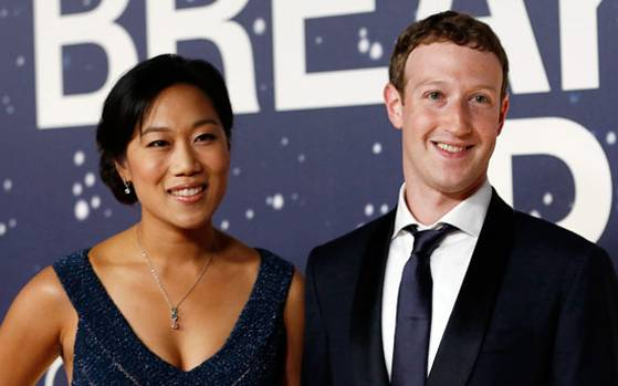 4 Mark Zuckerberg challenges Trump as ban on Muslims goes live in US