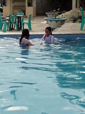 berenang mendinginkan badan hati dan pikiran