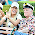 Lusty : Hugh Hefner and his young wife in ' Disneyland '