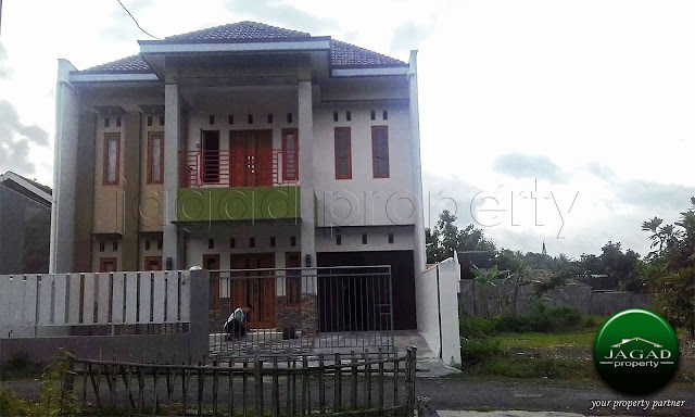Rumah 2 Lantai jalan Wates Km 7