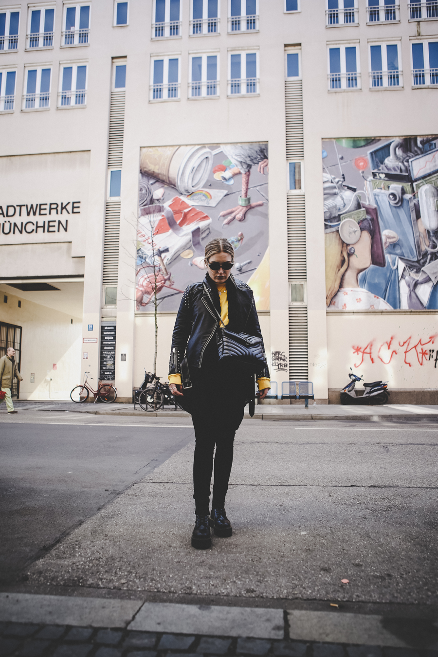 Streetstyle-leather-lauralamode-outfit-ootd-leather-topshop-nakd-dr martens-munich-muenchen-asos-muc-deutschland-blogger-fashionblogger-mode-modeblogger