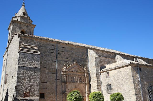 Iglesia parroquial de San Pedro Apóstol de Sabiote en Jaén, Andalucía (España)