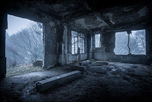 畏れを感じる。日本的な暗さのある写真【a】 写真家のScottSim