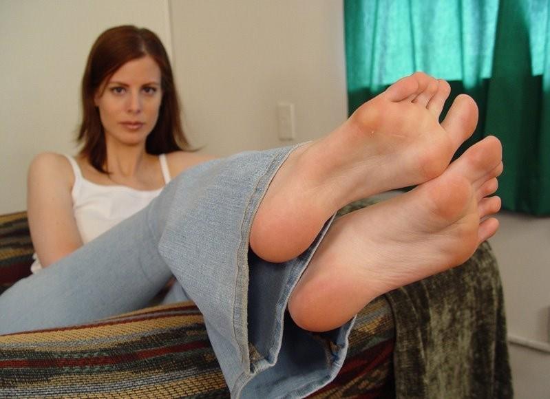 Pezinhos em sandalia de salto alto - 1 part 1