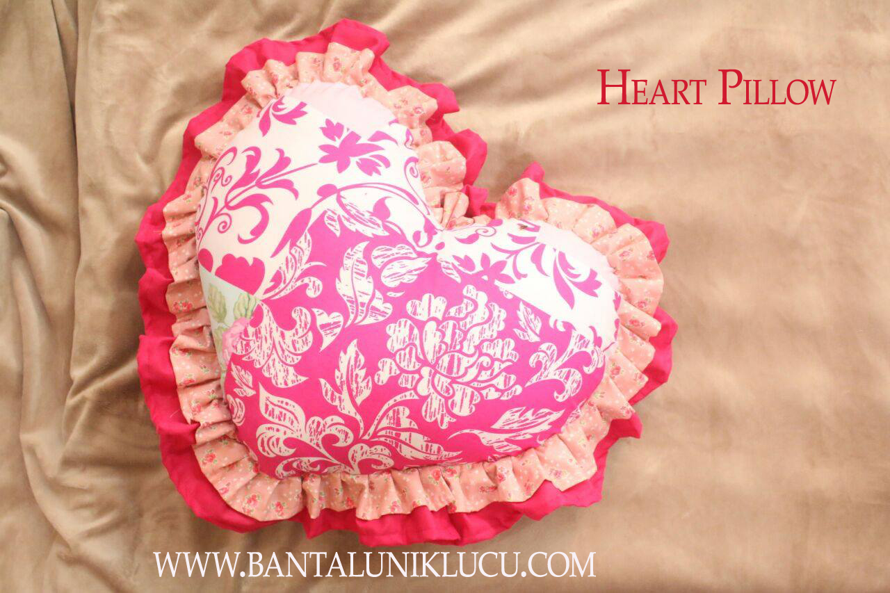 Heart Pillow Bantal Unik Lucu