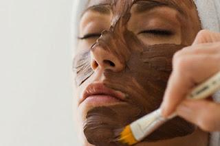 Masque antioxydant à la spiruline et à l'argile rouge