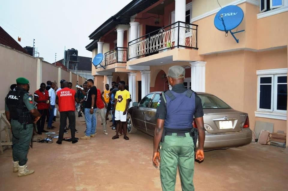 EFCC arrests 19 yahoo yahoo boys in Ibadan, recover pants