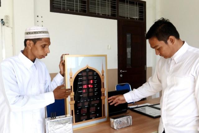 Mahasiswa Aceh Temukan Alat Penonaktif Sinyal HP di Masjid